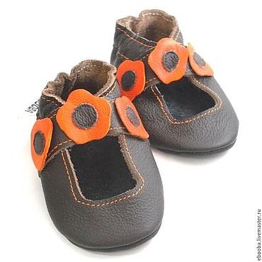 Обувь ручной работы. Ярмарка Мастеров - ручная работа Кожаные чешки сандалики тёмно-коричневые оранжевые цветочки ebooba. Handmade.