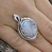 Кольца ручной работы. Ярмарка Мастеров - ручная работа Серебряное кольцо с лунным камнем ручной работы Лебединое перо. Handmade.