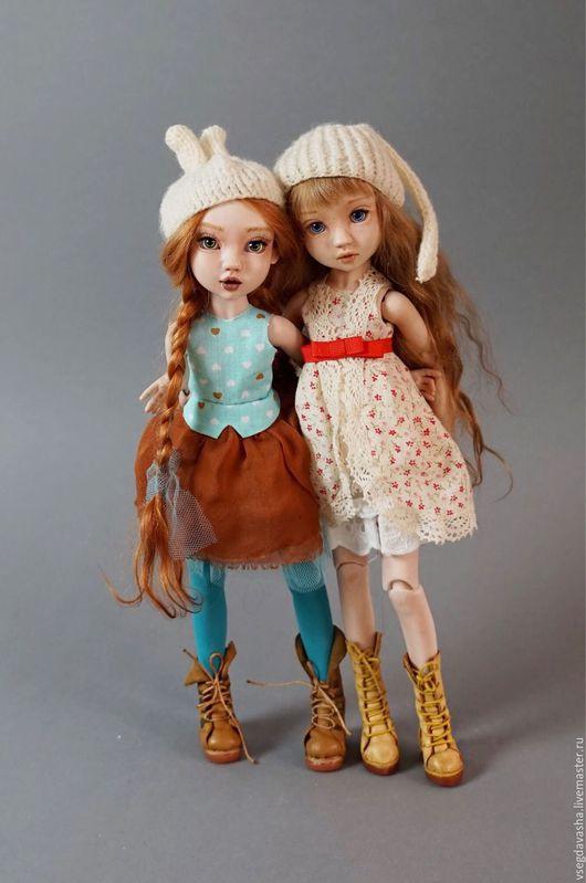 Коллекционная кукла на шарнирах, отлита из фарфора. Роспись - надглазурные краски. Серия лимитированная, имеет название `Sweetest perfection` . Имеет 16 шарнирных соединений, собрана на японскую резин