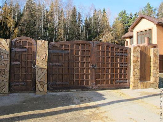 Экстерьер и дача ручной работы. Ярмарка Мастеров - ручная работа. Купить Ворота деревянные с элементами ковки для загородного дома. Handmade.