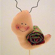 """Куклы и игрушки ручной работы. Ярмарка Мастеров - ручная работа Украшение в цветок """"Веселая улиточка"""". Handmade."""