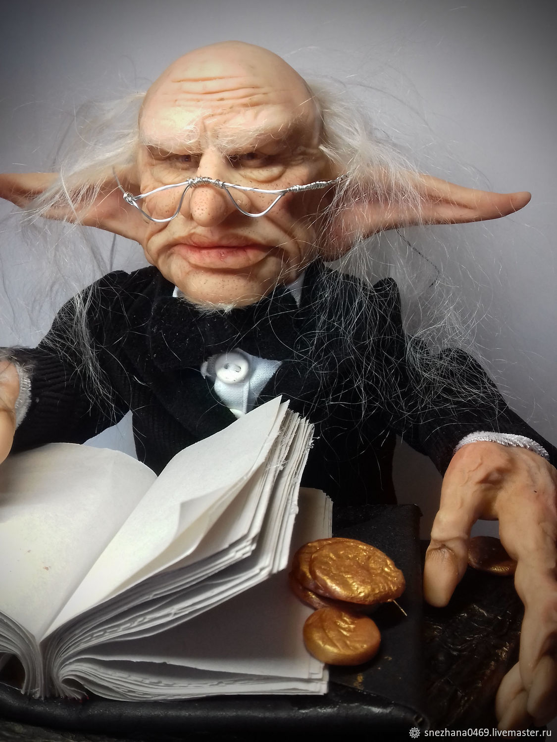 Dolls and dolls: The Bank Manager of Gringotts, Dolls, Settlement,  Фото №1