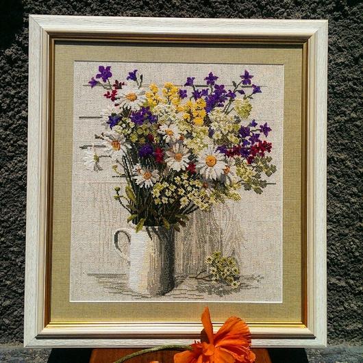 """Натюрморт ручной работы. Ярмарка Мастеров - ручная работа. Купить Вышитая картина """" Полевые цветы"""". Handmade. Вышивка, ромашки"""