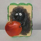 """Мыло ручной работы. Ярмарка Мастеров - ручная работа Мыло сувенирное """"Ёжик с яблоком"""".. Handmade."""