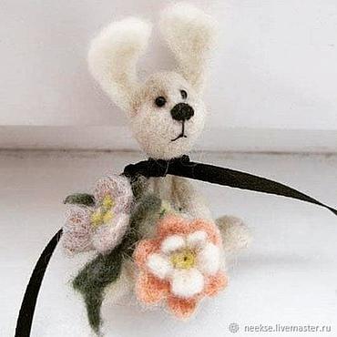 Куклы и игрушки ручной работы. Ярмарка Мастеров - ручная работа Валяный зайчик в подарок миниатюра 5 см. Handmade.