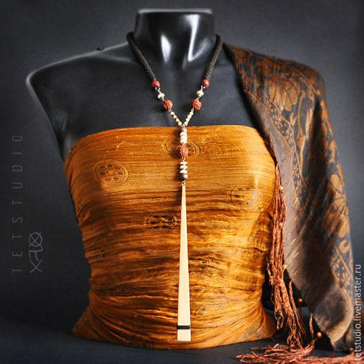 Колье, бусы ручной работы. Ярмарка Мастеров - ручная работа. Купить Колье из натуральных бусин с длинной деревянной подвеской. Handmade.