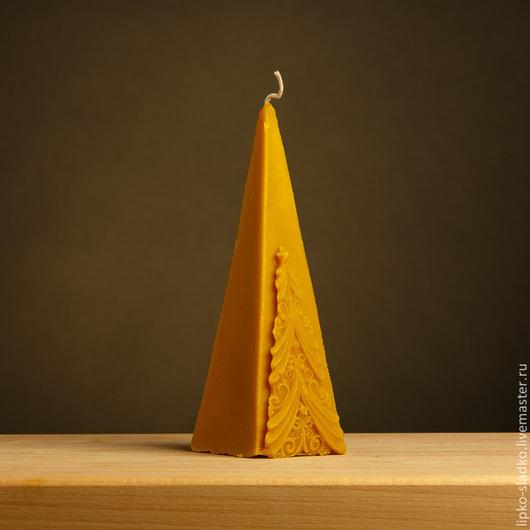 """Свечи ручной работы. Ярмарка Мастеров - ручная работа. Купить Свеча из  натурального пчелиного воска """"Пирамида с елкой"""". Handmade. Желтый"""