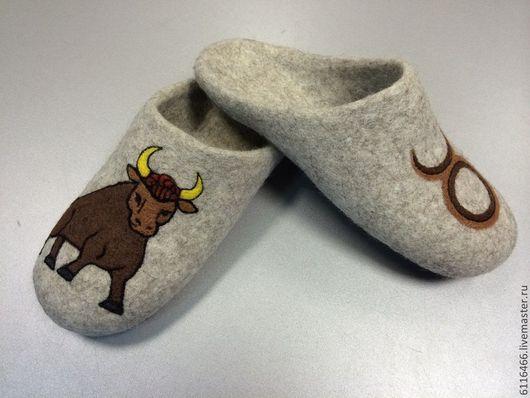 Обувь ручной работы. Ярмарка Мастеров - ручная работа. Купить домашние валяные тапочки-шлепки из натуральной шерсти Телец. Handmade.