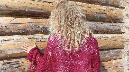 Палантин вязаный ажурный ручной работы из шерсти перуанской альпаки. Палантин связан на спицах. Палантин благородного вишневого  цвета, теплый , комфортный.
