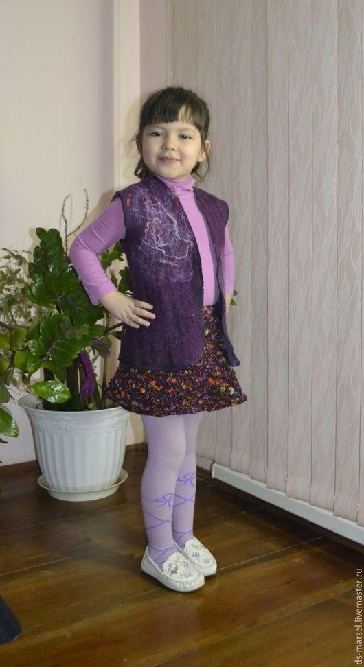 """Одежда для девочек, ручной работы. Ярмарка Мастеров - ручная работа. Купить Жилетка """"Дюймовочка"""". Handmade. Фиолетовый, жилетка, войлок"""