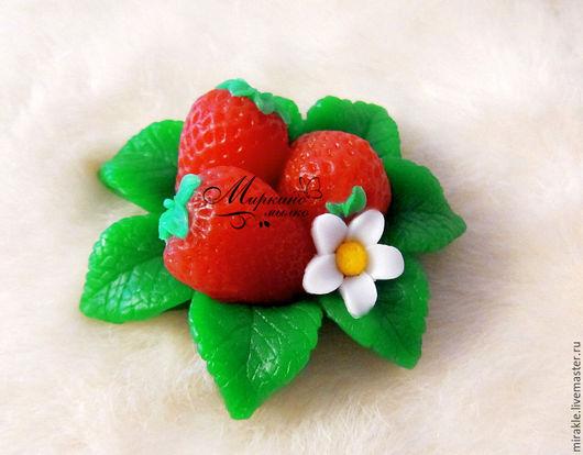 Мыло ручной работы. Ярмарка Мастеров - ручная работа. Купить Мыло Клубника на листьях. Handmade. Ярко-красный, лесные ягоды