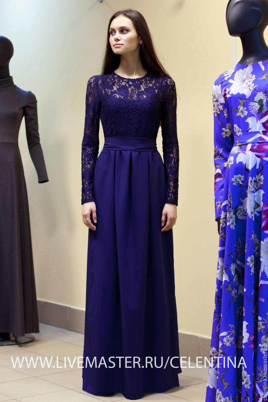 Синее длинное платье из кружева
