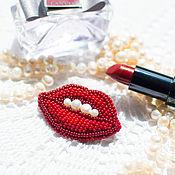 Украшения ручной работы. Ярмарка Мастеров - ручная работа Брошь из бисера Красные губы с жемчугом. Handmade.