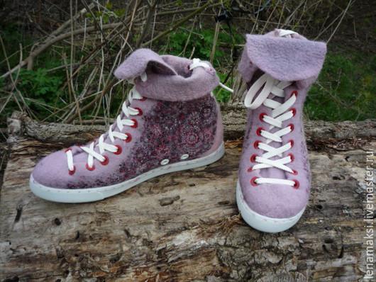 """Обувь ручной работы. Ярмарка Мастеров - ручная работа. Купить Кеды """"Веснатики"""". Handmade. Бледно-сиреневый, валяная обувь, люверсы"""