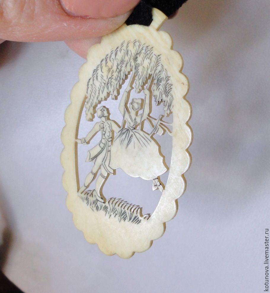 Винтаж: Подвес-кулон Бидермеер Резанная слоновая кость. Парочка на качелях, Броши винтажные, Чешке-Будейовице,  Фото №1