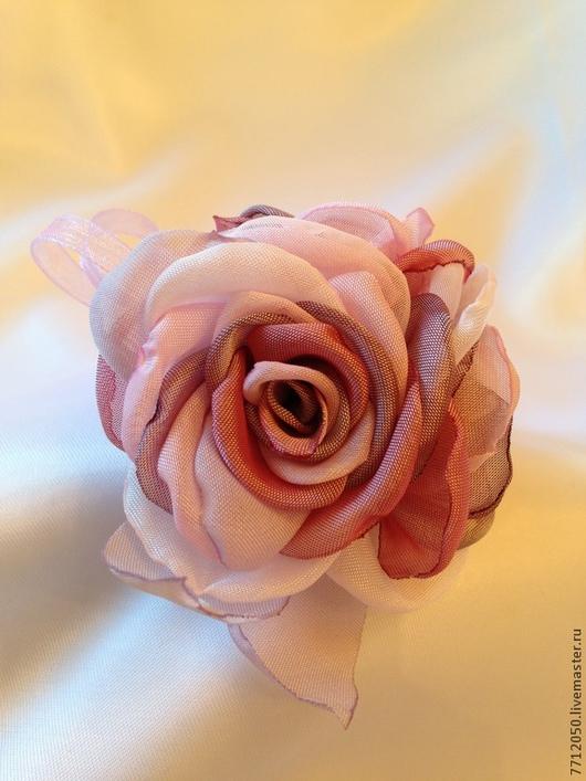 нежная брошь ягодный микс разноцветная брошь розовый нежно-розовый сиреневый брусничный подарок девушке брошь с розами брошь из ткани брошь из шифона цветы из шифона розы из шифона цветы ручной работы нежные розы подарок женщине подарок на любой праздник  украшение для женщин подарок на любой случай