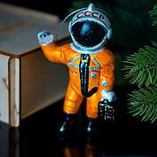 Сувениры и подарки handmade. Livemaster - original item Christmas tree toy Christmas porcelain Christmas tree toy Cosmonaut. Handmade.