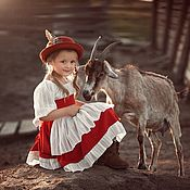 Платья ручной работы. Ярмарка Мастеров - ручная работа Альпы, баварский костюм для девочки. Красное платье, фартук, вышивка. Handmade.
