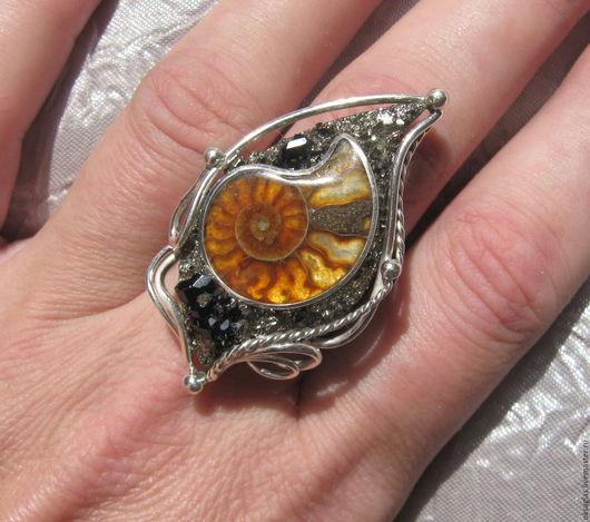 Кольца ручной работы. Ярмарка Мастеров - ручная работа. Купить Кольцо с Аммонитом и Гранатами. Handmade. Комбинированный, кольцо с камнем, серебро