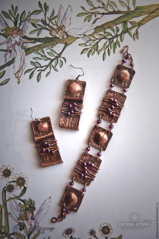 """Серьги ручной работы. Ярмарка Мастеров - ручная работа. Купить Серьги и браслет  медные патинированные с бисером """"Капли граната"""". Handmade."""