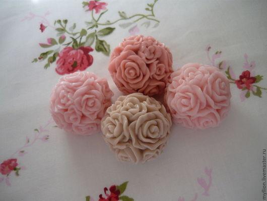 Маленькие шары из роз по 45 руб.
