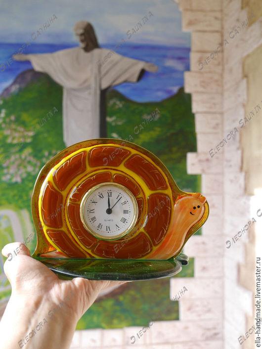 Часы для дома ручной работы. Ярмарка Мастеров - ручная работа. Купить Часы настольные/каминные фьюзинг Улиточка. Handmade. Рыжий, кухня