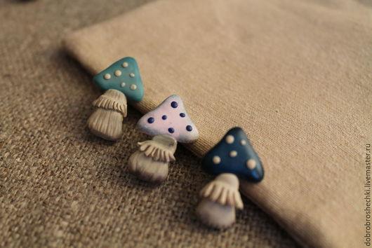 """Броши ручной работы. Ярмарка Мастеров - ручная работа. Купить Брошь """"Грибочек"""" маленькая. Handmade. Гриб, голубой, пастель"""