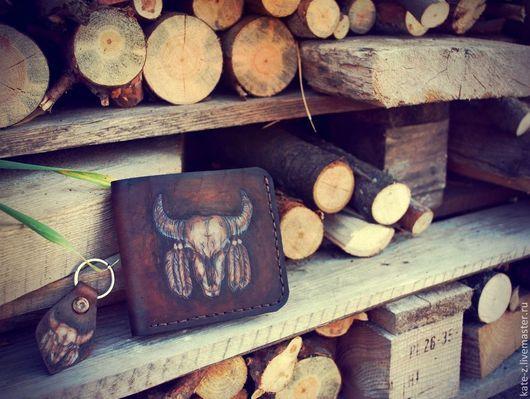 Кошельки и визитницы ручной работы. Ярмарка Мастеров - ручная работа. Купить Кожаный кошелек Feather & Skull. Handmade. Коричневый