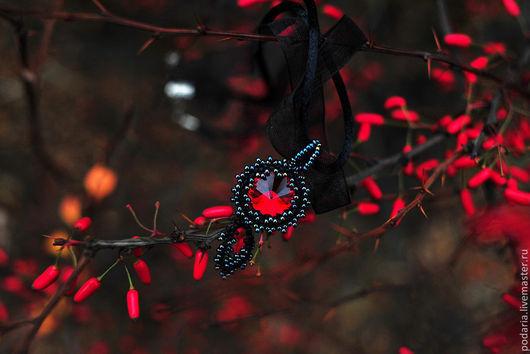 Кулоны, подвески ручной работы. Ярмарка Мастеров - ручная работа. Купить Кулон с темно-красным кристаллом Сваровски. Handmade. Бордовый