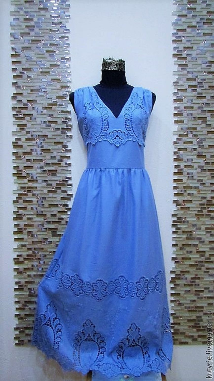 Платье с ришелье