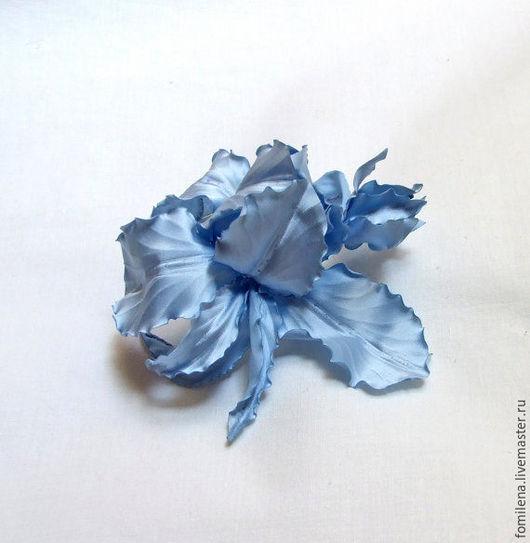 """Свадебные украшения ручной работы. Ярмарка Мастеров - ручная работа. Купить Королевский голубой ирис из атласа """"Ваше Величество"""". Handmade."""