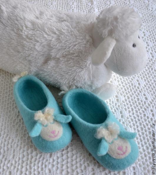 """Обувь ручной работы. Ярмарка Мастеров - ручная работа. Купить тапочки детские """"мамина радость"""". Handmade. Ребенку, Валяние, подарок"""