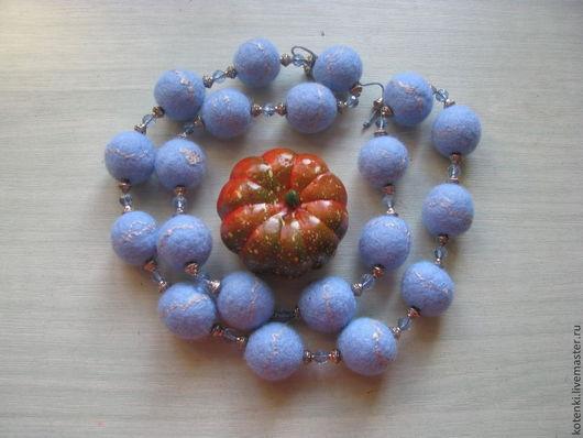 """Колье, бусы ручной работы. Ярмарка Мастеров - ручная работа. Купить бусы валяные """"Зимний иней"""". Handmade. Голубой"""