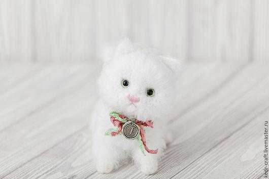 Игрушки животные, ручной работы. Ярмарка Мастеров - ручная работа. Купить Джулия, Вязаная мягкая Игрушка маленький Белый Кот. Handmade.