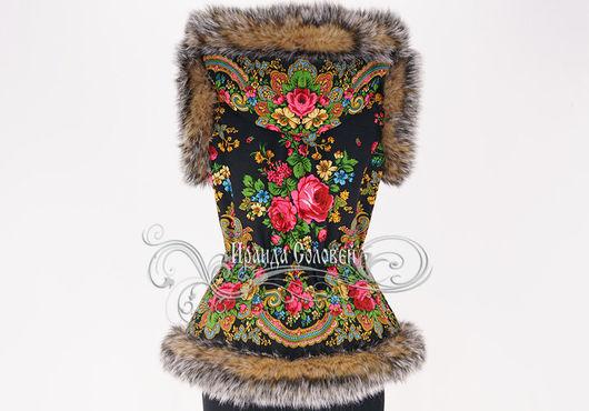 Авторский жилет с капюшоном из шерстяного (100% шерсть) павловопосадского платка Летние сумерки-6 Отделка-искусственный мех