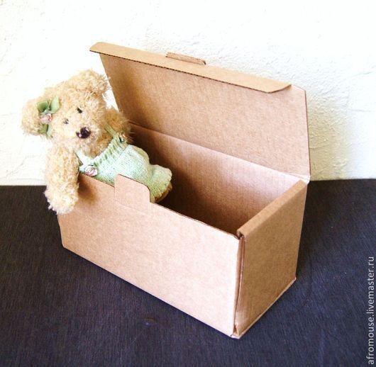 небольшая крафт-коробка из картона, с крышкой
