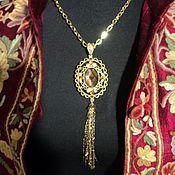 """Украшения ручной работы. Ярмарка Мастеров - ручная работа КУЛОН -  подвеска на цепочке цвет """" золото """" с крупным кристаллом. Handmade."""