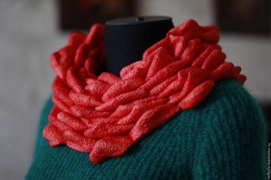 Шарфы и шарфики ручной работы. Ярмарка Мастеров - ручная работа. Купить Коралловый валяный снуд, 3D эффект. Handmade.