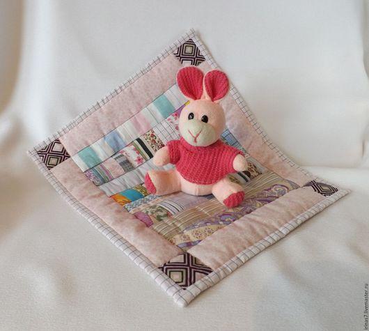 Кукольный дом ручной работы. Ярмарка Мастеров - ручная работа. Купить лоскутное розовое одеяльце кукле. Handmade. кукольный домик