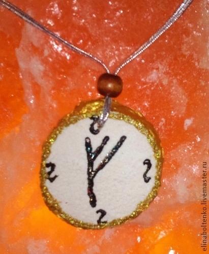"""Руна """"Феу"""" из дерева, изготовитель Элина Болтенко."""
