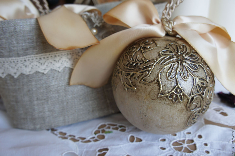 Новогодний шар с кружевом своими руками