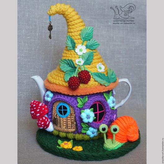 """Кухня ручной работы. Ярмарка Мастеров - ручная работа. Купить Грелка на чайник """"В зарослях лесной малины"""" (с чайником). Handmade."""