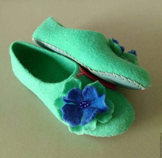"""Обувь ручной работы. Ярмарка Мастеров - ручная работа. Купить валяные тапочки """" Изумрудные """". Handmade. Ярко-зелёный"""