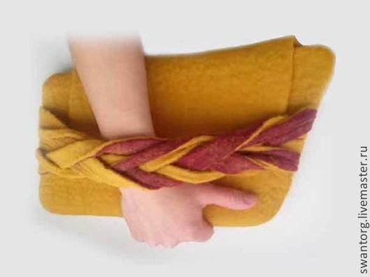 """Женские сумки ручной работы. Ярмарка Мастеров - ручная работа. Купить Клатч """"Горчичный"""". Handmade. Оранжевый, бордовый, валяный клатч"""