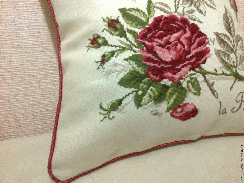 Подушка с вышивкой роза 67