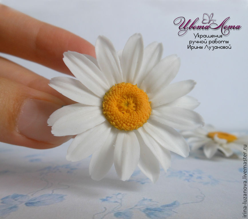 Decorating with a Daisy made of polymer clay