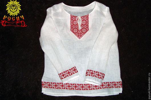 Льняная детская рубаха в славянском стиле, расшитая оберегами Алатырь и Радинец.