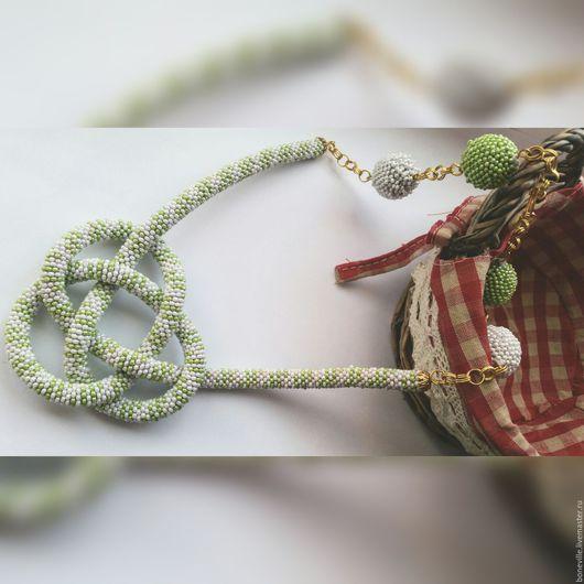 Колье, бусы ручной работы. Ярмарка Мастеров - ручная работа. Купить Колье с узлом на удачу. Handmade. Комбинированный, нежно зеленый