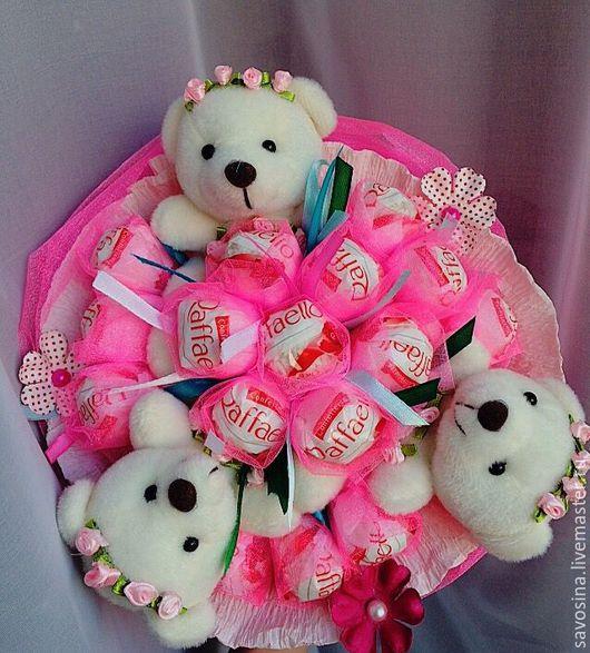 Сладкий букет из конфет и игрушек `Зефирка`