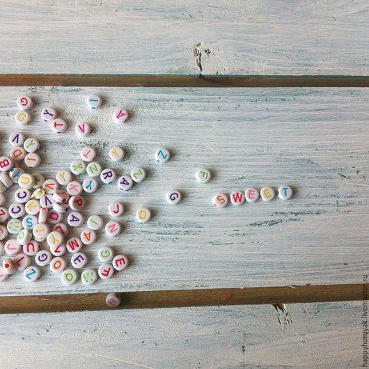 Открытки и скрапбукинг ручной работы. Ярмарка Мастеров - ручная работа. Купить Бусины с буквами английского алфавита. Handmade. Акриловые бусины